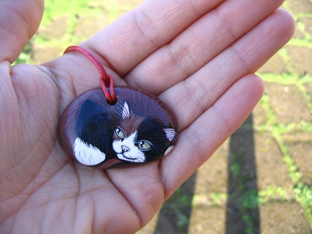 Gattolandia  > gatti dipinti su pietra di mare e su tela